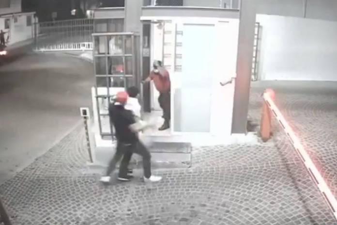 Jóvenes golpean a adulto mayor en fraccionamiento de Querétaro