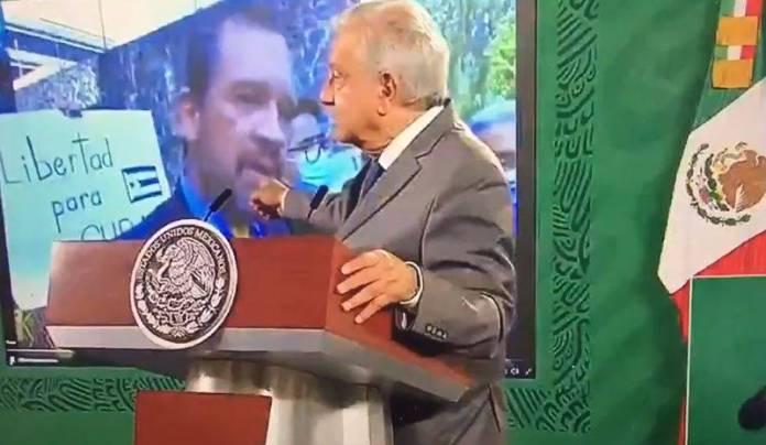 Exhibe AMLO clasismo y racismo de defensor de derechos humanos en embajada de Cuba