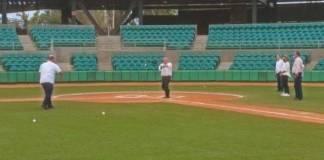 AMLO juega beisbol con Durazo y Pavlovich en Sonora