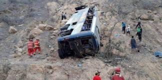 Camión cae al precipicio en Perú, reportan 26 fallecidos