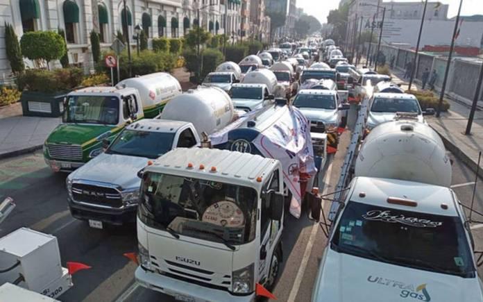 Gaseras aumentan la presión; van por bloqueos carreteros