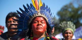 Líderes de pueblos indígenas de Brasil denuncian a Bolsonaro ante La Haya