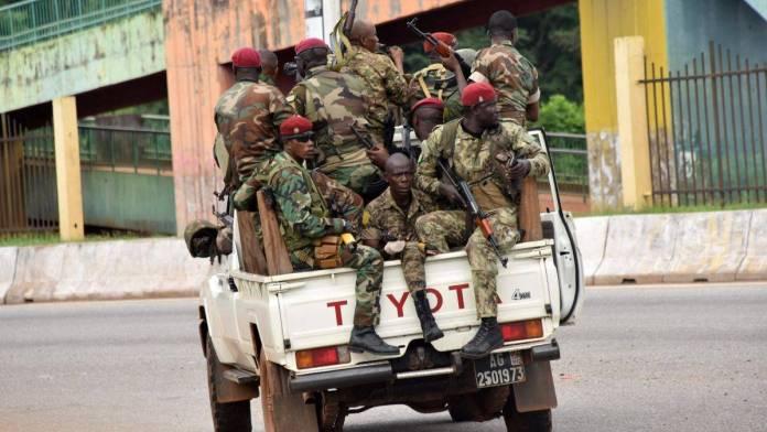 Militares anuncian toque de queda en todo Guinea tras captura del presidente
