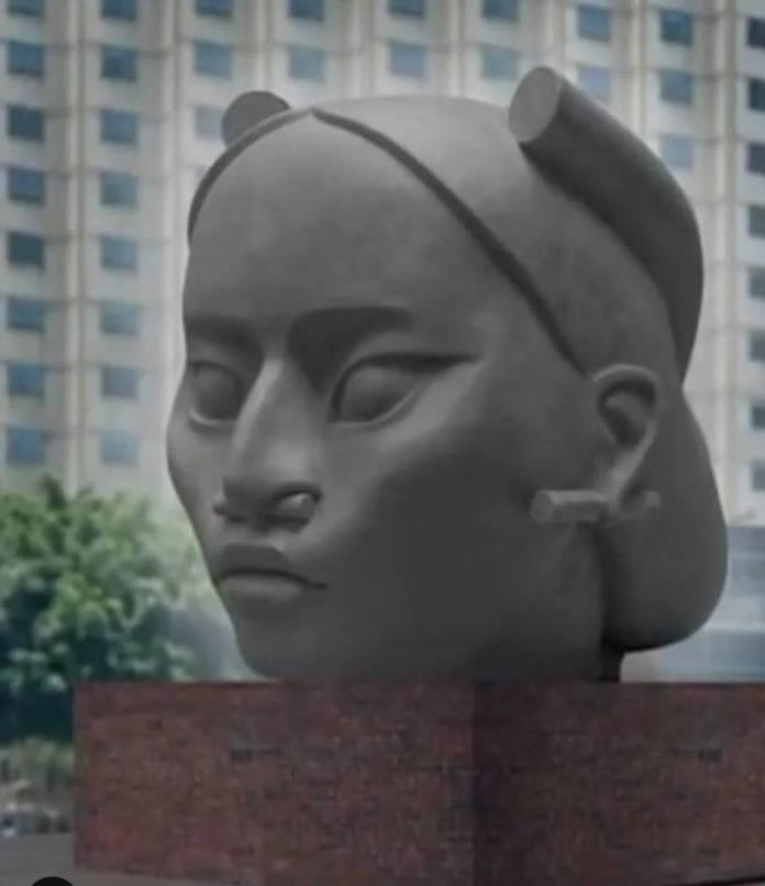 Esta es la escultura de tlalli, la mujer indígena que sustituirá a la de Colón