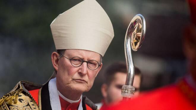 Papa Francisco suspende a cardenal por errores en informe sobre abusos a menores