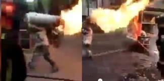 Un bombero arriesgo su vida para evitar que un tanque de gas envuelto en llamas explotara en la Ciudad de México.