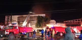 Choque automovilístico provoca fuerte incendio en Oaxaca