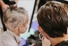 Mariana Rodríguez se corta el cabello para apoyar a niño con cáncer