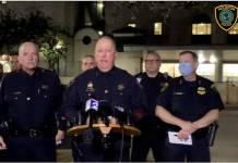 En Texas atacaron a tres policías por la espalda