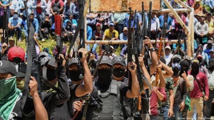 """Autodefensas """"El Machete"""" protegerán a autoridades de Pantelhó"""