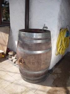 Weinfass als Regenwassertonne