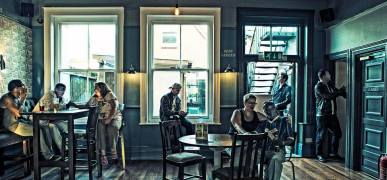 Xova pub scene photoshoot