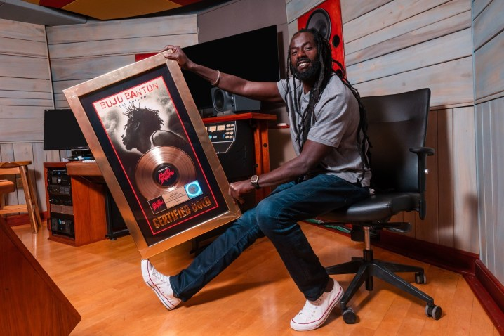 Reggae Lover Buzzworthy: Buju Banton photo with Gold plaque for Til Shiloh