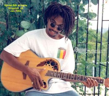 garnet silk kwith his guitar