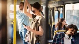 Seis formas de passar o tempo nos transportes públicos
