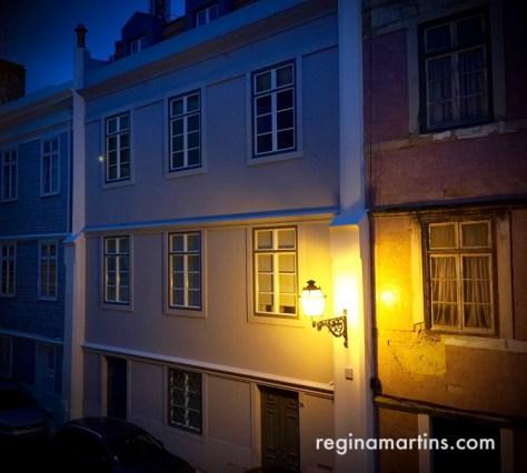 Old Lisbon streetlight, Bairro Alto ©2016 Regina Martins
