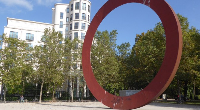 Photos Of The Day – Perspectives Of A Circular Sculpture In Munich