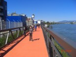 Rheinuferweg Basel Hunigue in Brückenkonstruktion