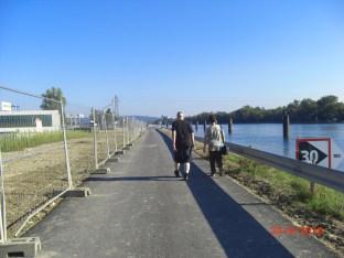 16:43h Picknick am Stauwehr Märkt, Spaziergang zum EDF 8,4MW Wasserkleinkraftwerk. Dammkrone Canal d'Alsace