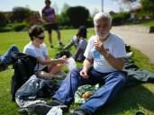 Entspannung und Picknick auf dem Parkrasen