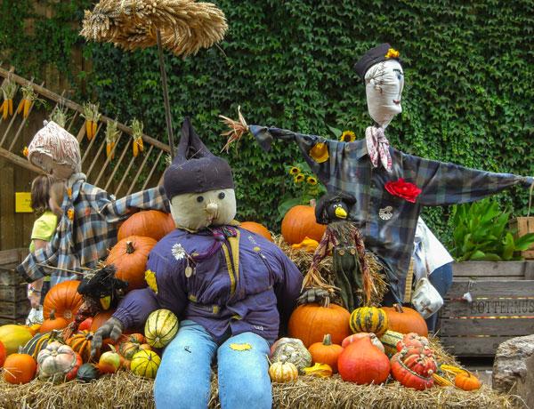Hoffest mit Figuren, Obst und Gemüse