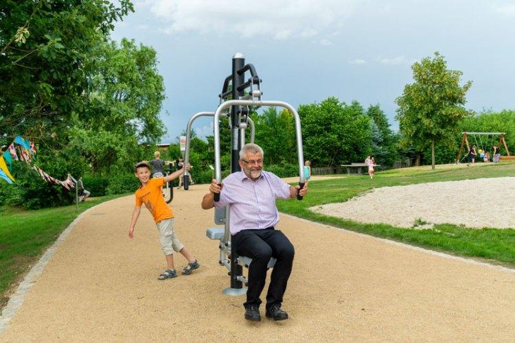Mehrgenerationenspielplatz in Glauchau, Trimmgeräte für Junge und die Älteren