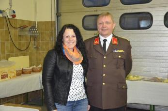Gemeinderätin Claudia Hofbauer und FF-Kommandant Harald Kellner