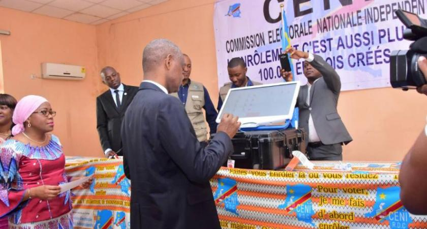 DR Congo: Vote delayed in three opposition districts.