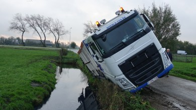 Photo of Vrachtwagen van de weg in Broek in Waterland