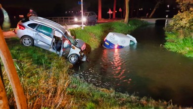 Photo of Auto te water na ongeval Middenbeemster