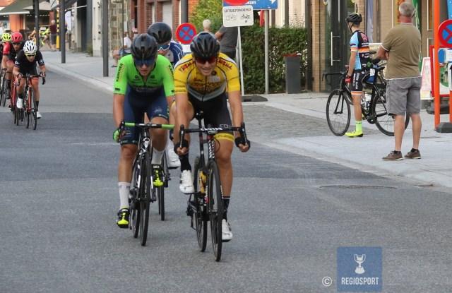 Mertens (links naast provinciaal kampioen Clé) sloot zijn wielercarrière af bij Hubo-Titan Cargo