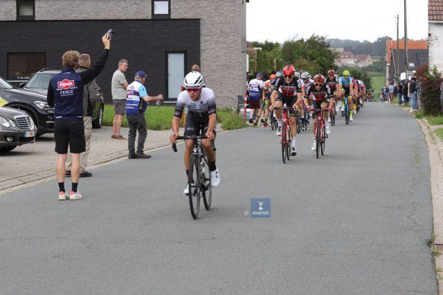 Van Petegem versnelt op de Smeysberg, Slock en Ponsaerts reageren