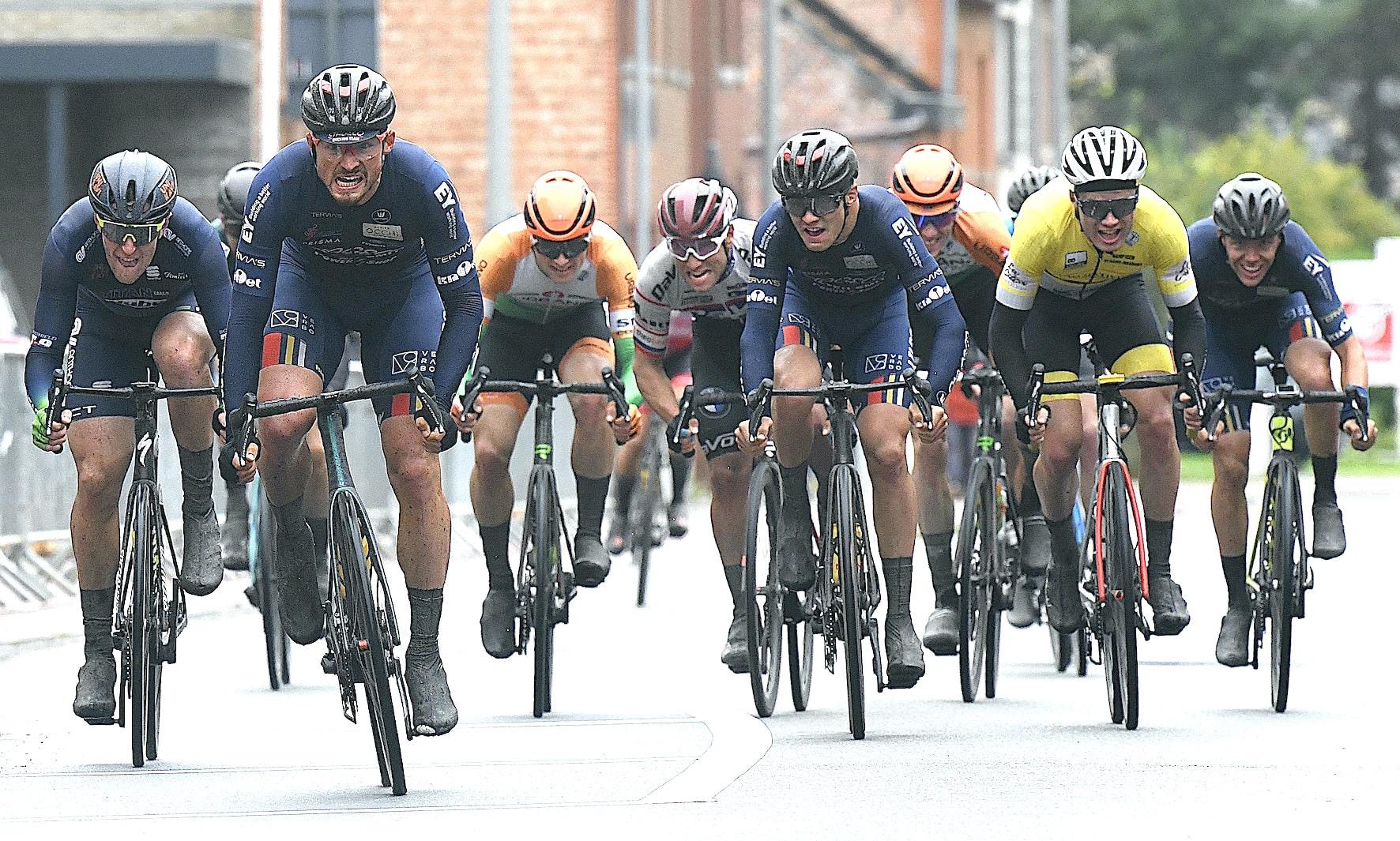 """Brent Clé maakt mooie """"koppeltijdrit"""" en sprint af in Nieuwrode. Segers van Jordens vervolledigen podium."""
