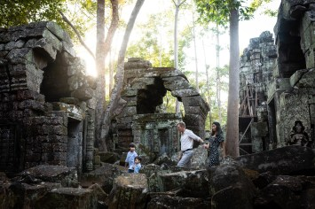 Family photo shoot in Angkor temples