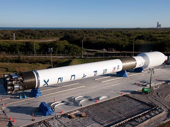 O primeiro Falcon 9 em http://regmedia.co.uk