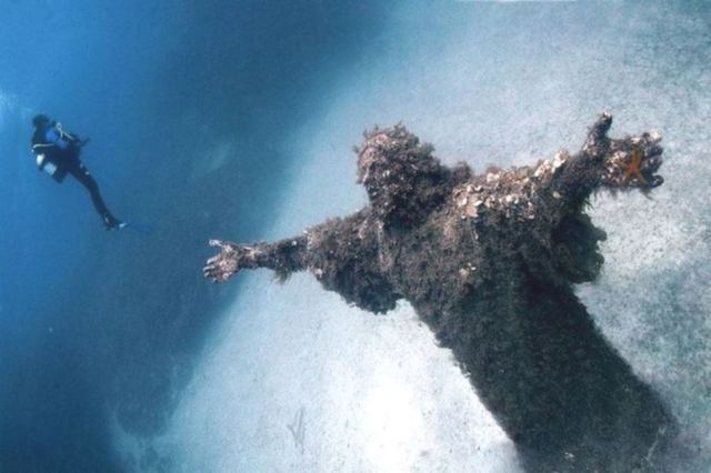 04 - Cristo do Abismo em San Fruttuoso, Itália