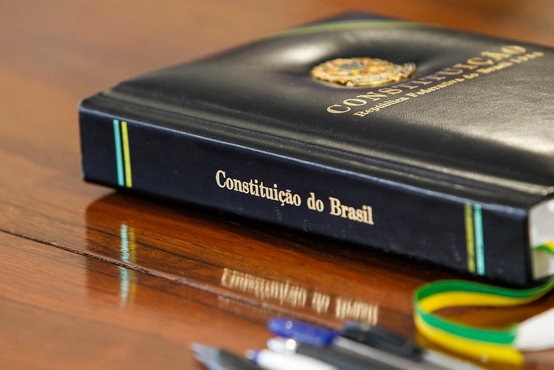 PROMULGADA EMENDA CONSTITUCIONAL QUE PERMITE RETOMADA DO AUXÍLIO EMERGENCIAL