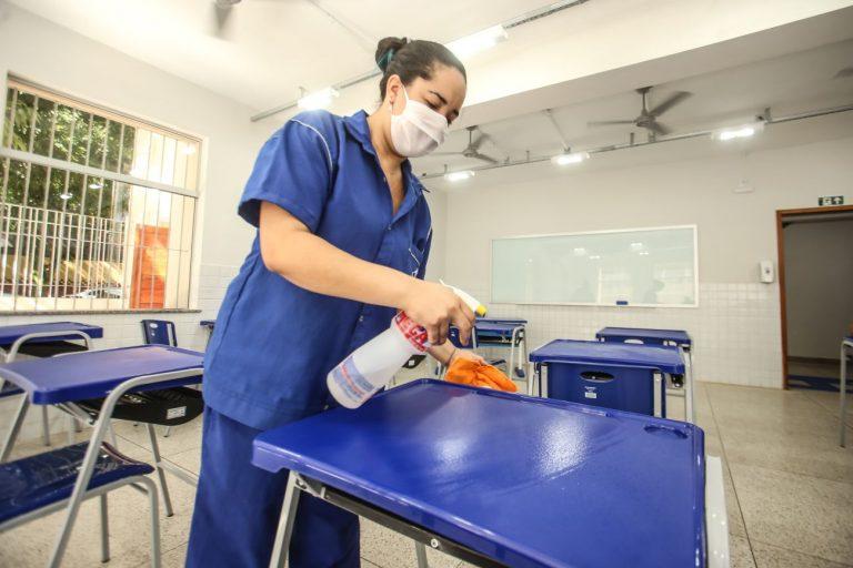 PROFESSORES COBRAM VACINAÇÃO E RECURSOS PARA EDUCAÇÃO