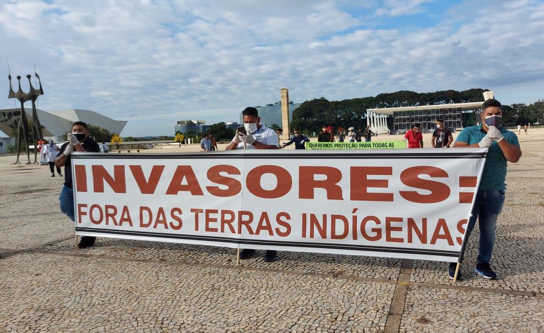 CONTRA MINERAÇÃO EM SUAS TERRAS, INDÍGENAS REALIZAM MANIFESTAÇÃO EM BRASÍLIA NESTE MOMENTO