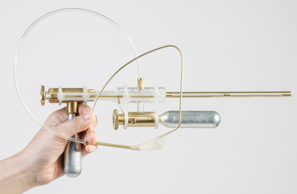 tear-gun-coneptual-product-design-yi-fei-chen-dutch-design-wekk-2016_dezeen_col_0