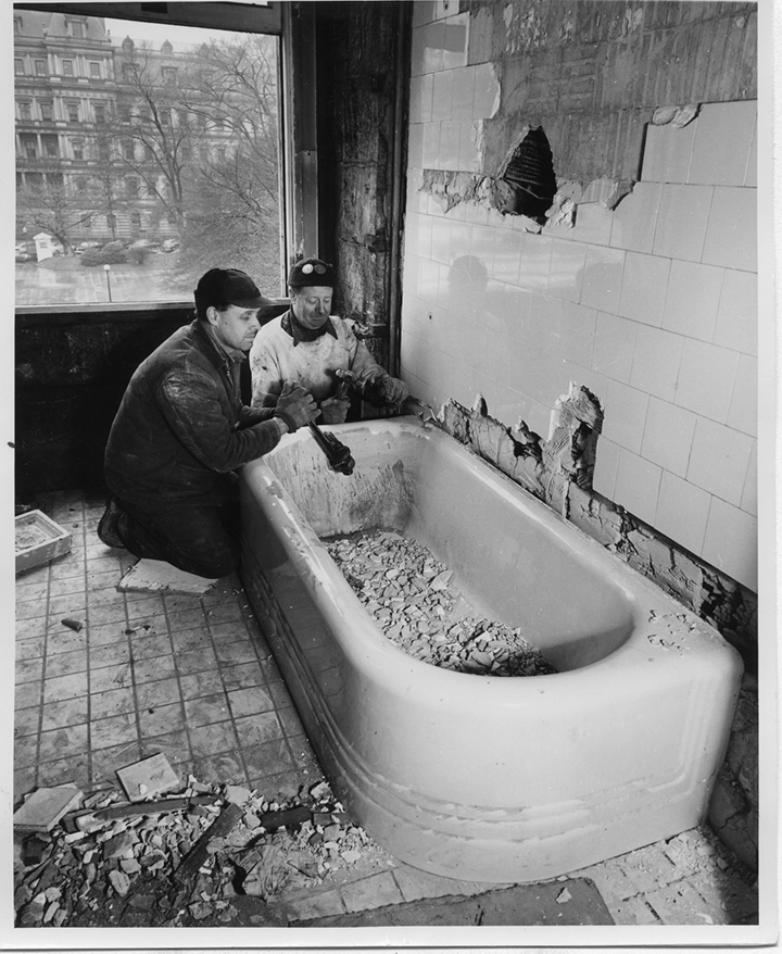 These photos of the white house renovation in 1950 are unreal.