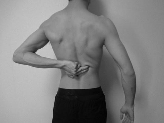 自己触診:腰腸肋筋