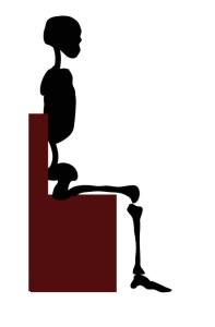 椅子に深く腰掛けて座位を安定させる