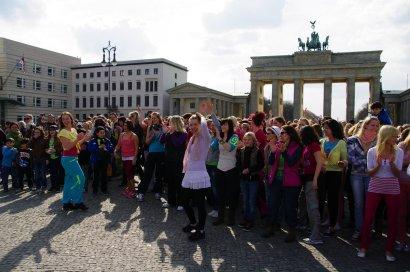 Bild-06-Zumba-Flashmob-Brandenburger-Tor