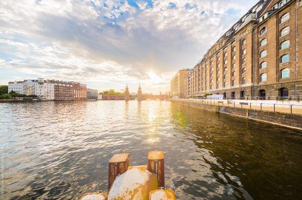 Sonne in Berlin an der Spree mit Blick auf die Oberbaumbrücke.