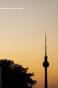 Funkturm am Alex im Gegenlicht des Sonneunterganges
