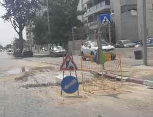 חדשות רחובות - פיצוץ צנרת מים בעיר רחובות - רחובות ניוז