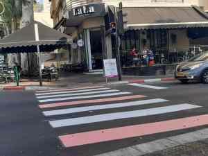 חדשות רחובות - מעברי החציה נצבעו בוורוד לרגל חודש המודעות לסרטן השד - רחובות ניוז