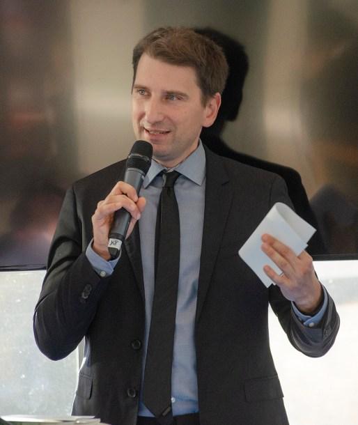 Moderator Ralf Geißler; Foto: Andreas Reichelt