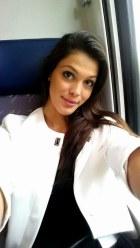 iris-mittenaere-selfie-picture
